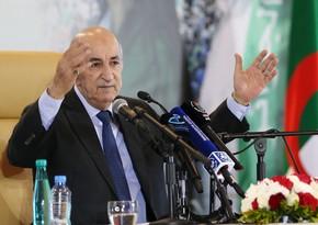 Президент Алжира поздравил Ильхама Алиева