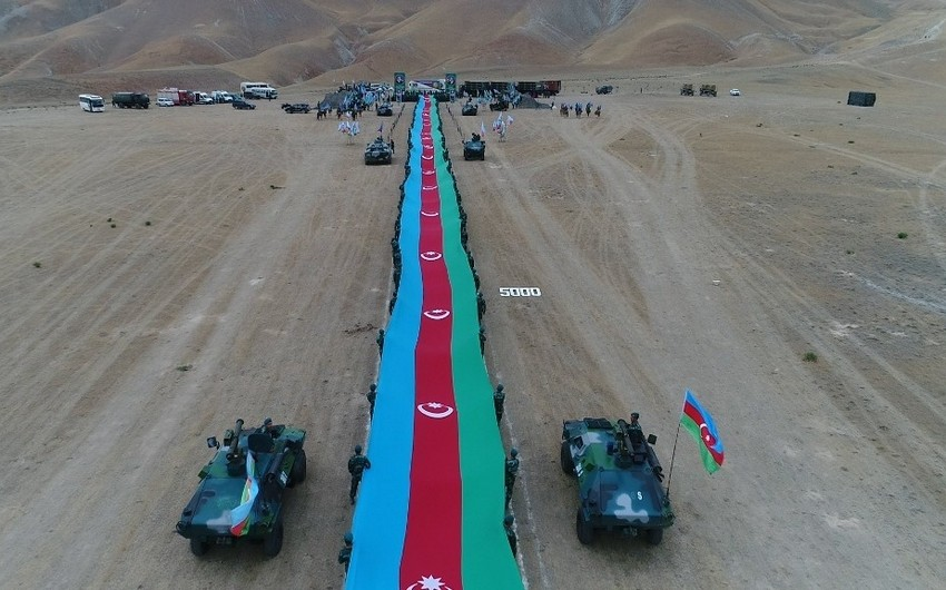Azərbaycanda 5 km 100 m uzunluqda dövlət bayrağı hazırlanıb
