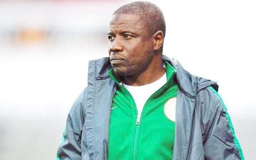Futbol üzrə Nigeriya millisinin məşqçisi rüşvət alarkən yaxalanıb - VİDEO