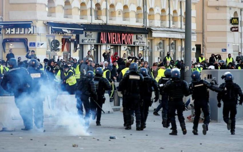 В Париже полиция задержала 35 человек перед началом демонстраций