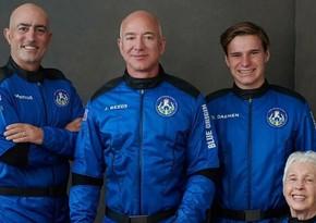 Команда Безоса поднялась на борт New Shepard перед суборбитальным полетом