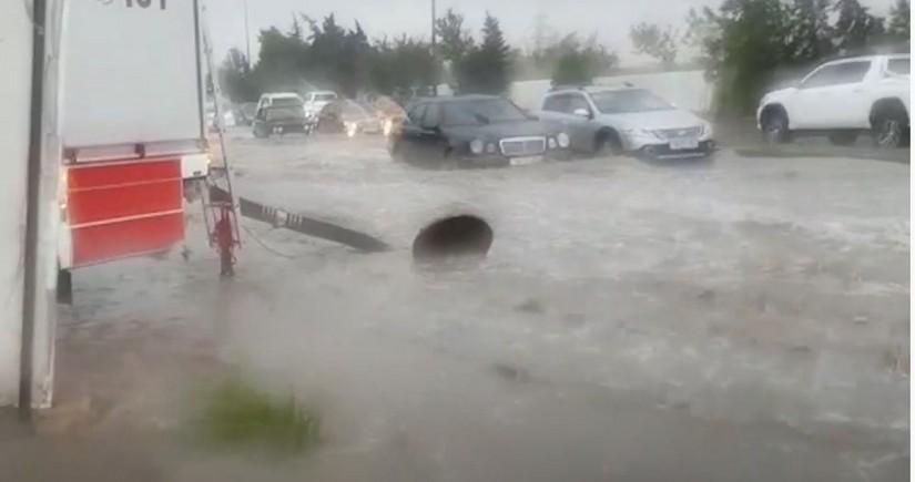 FHN: Subasmaya məruz qalan ərazilərdən yağış suları kənarlaşdırılıb