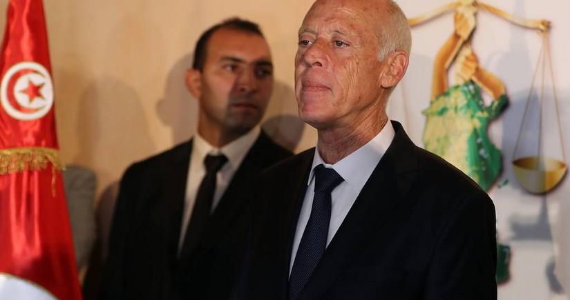 Президент Туниса объявил о приостановлении деятельности парламента страны