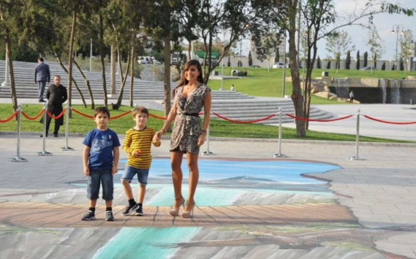 Leyla Əliyeva Bakıdakı Dədə Qorqud parkında 3D qraffiti layihəsinin açılışında iştirak edib