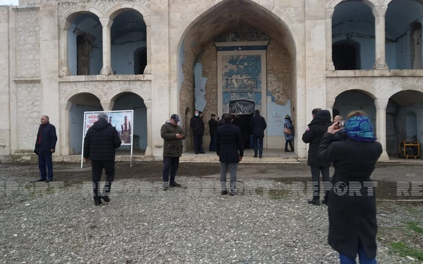 Mass media and NGO representatives visit drama theater and mosque in Aghdam