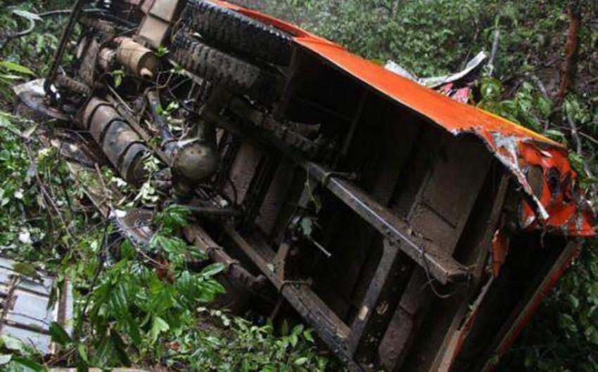 Nepalda yük maşını uçuruma yuvarlanıb, ölənlər və yaralananlar var