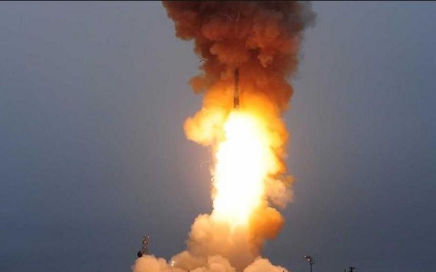 Suriyanın İdlib şəhəri üzərində ballistik raket partlayıb