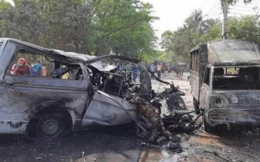 Banqladeşdə avtobus qəzaya uğrayıb, 17 nəfər ölüb