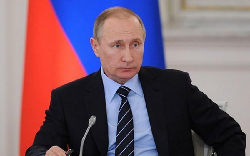 Sorğu: Rusiyalıların üçdə ikisi Vladimir Putinin 2018-ci ildə yenidən prezident seçilməsini istəyir