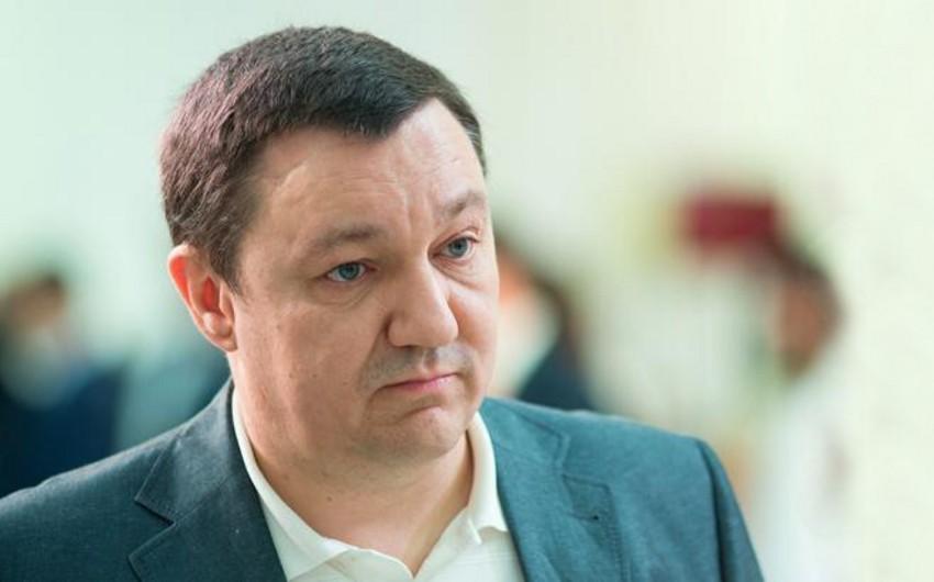 Ukraynalı deputat silahı təmizləyərkən ehtiyatsızlıqdan özünü vurub