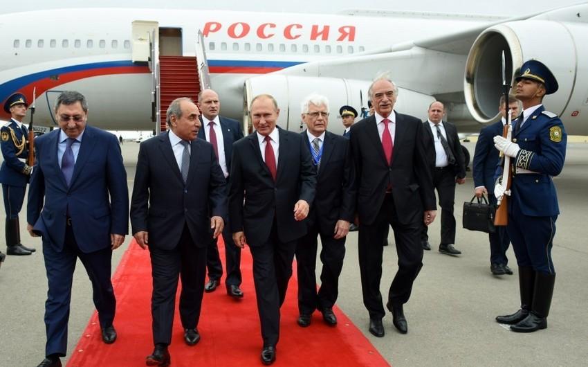 Vladimir Putin arrives in Azerbaijan
