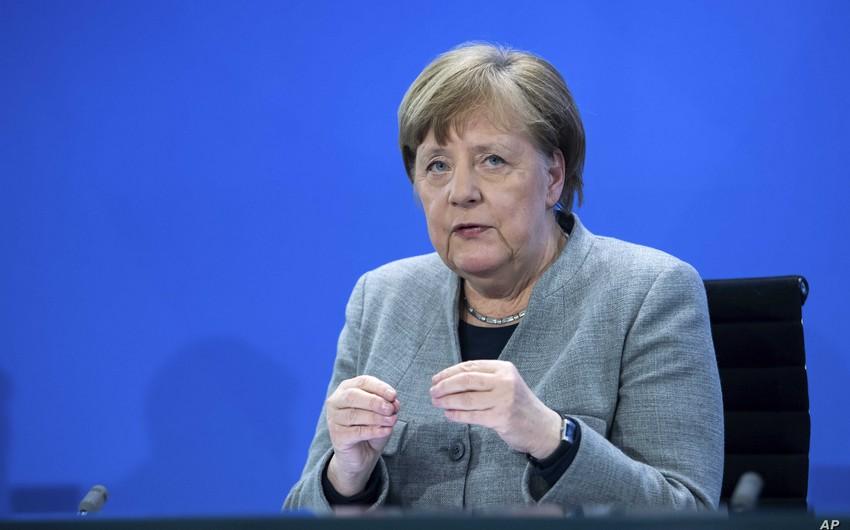 Angela Merkel: Pandemiya dünya iqtisadiyyatındakı tarazlığı pozub