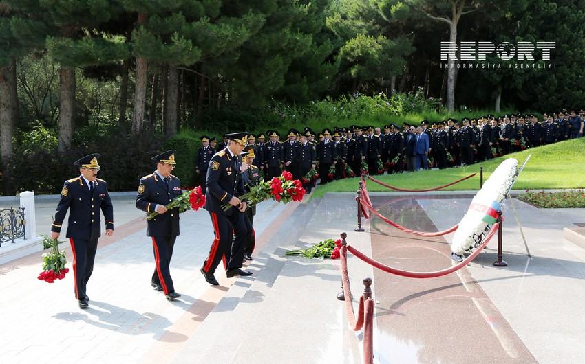 Руководство МВД посетило Аллею почетного захоронения и Аллею шехидов