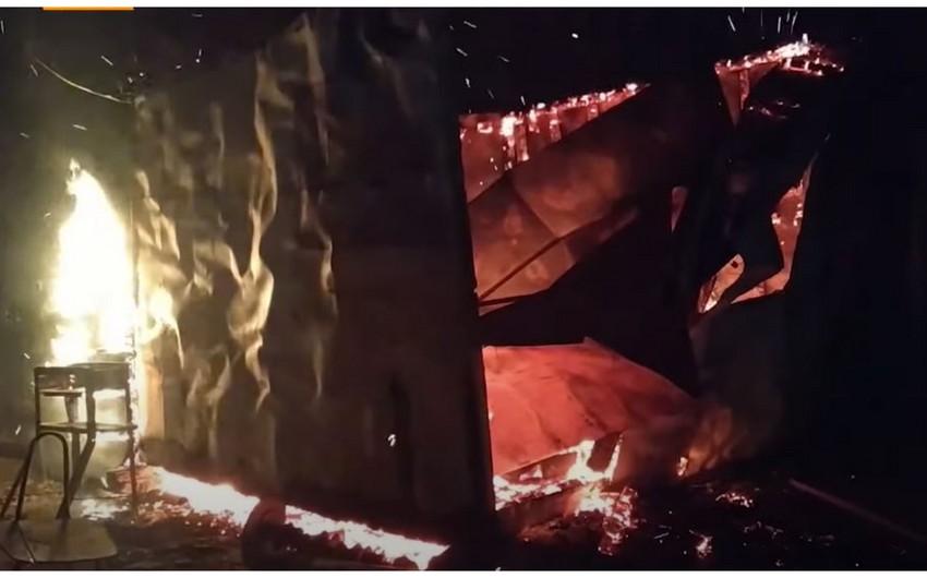 Ermənilər Ağdamı da tərk edərkən evləri yandırırlar