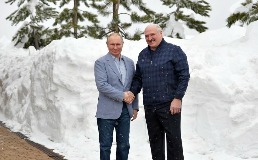 Soçidə Lukaşenko və Putinin 6 saatlıq görüşü başa çatdı