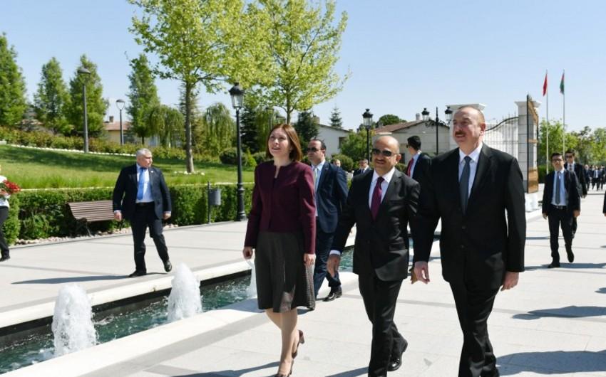 Prezident İlham Əliyev Ankarada Heydər Əliyevin abidəsini ziyarət edib