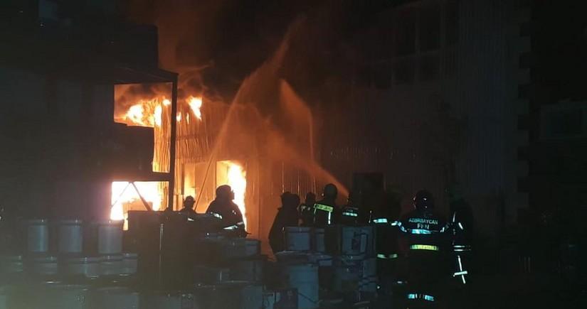 Bakıda fabrikdə yanğının qarşısı alınıb, xəsarət alanlar var - YENİLƏNİB-6