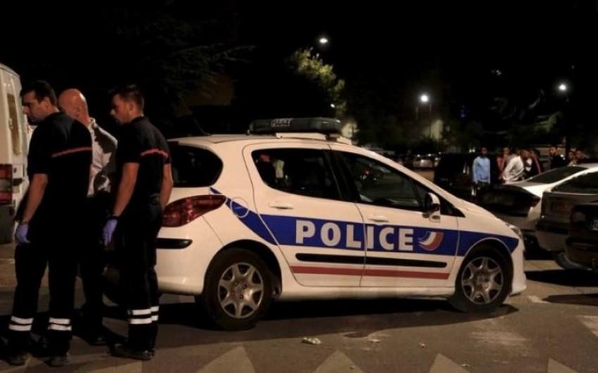Parisdə məscidə silahlı hücum edilib