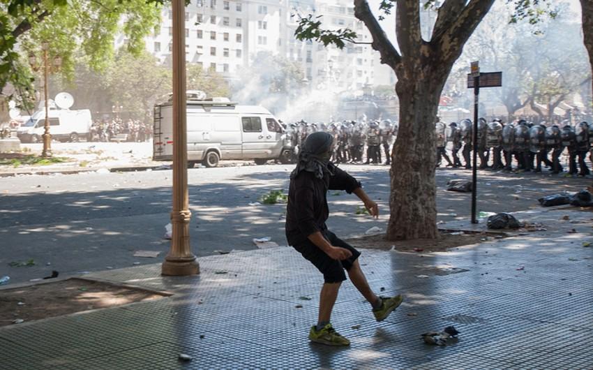 Argentinada etiraz aksiyasında xəsarət alanların sayı 162 nəfərə çatıb - VİDEO - YENİLƏNİB