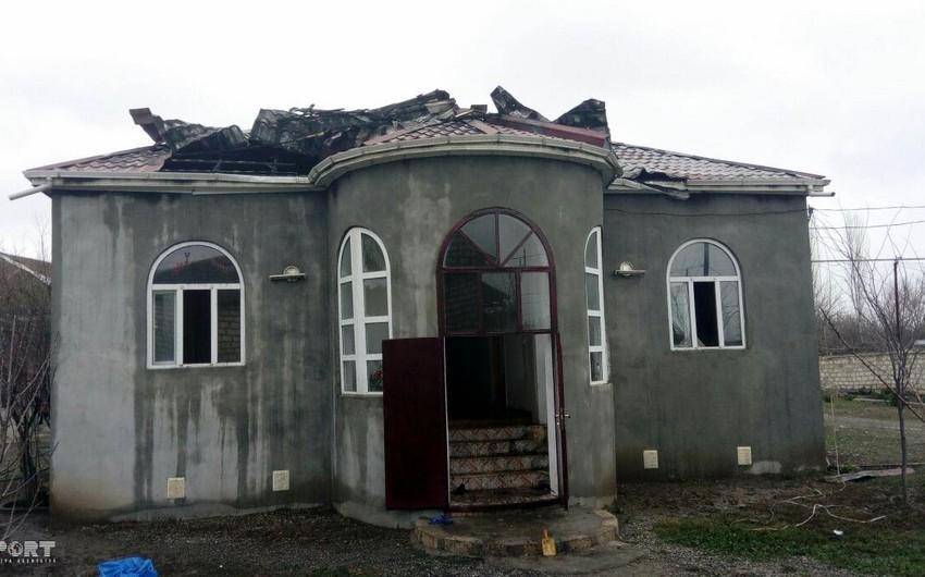 Bərdədə fərdi yaşayış evi yanıb, ata və oğul zərər çəkib - FOTO