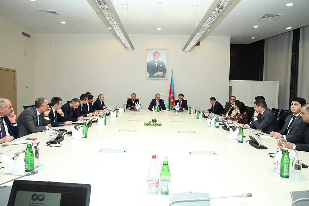 Азербайджан и Россия обсудили вопросы международной торговли и грузоперевозок