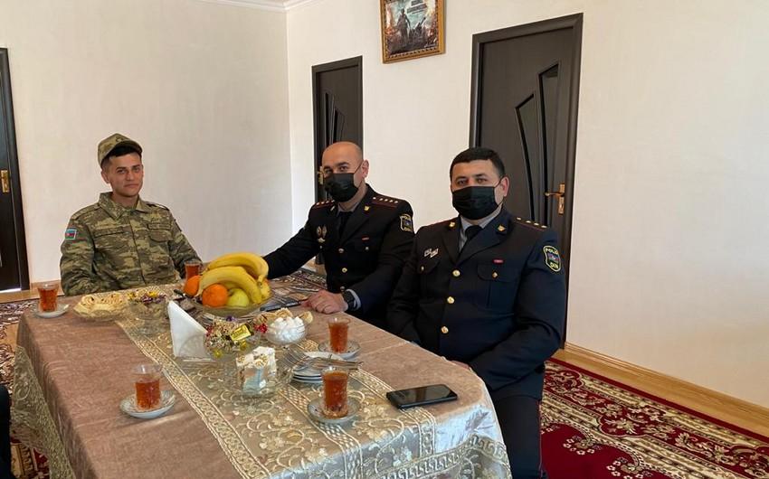 Polis əməkdaşları Topçu Vüsalla görüşüb