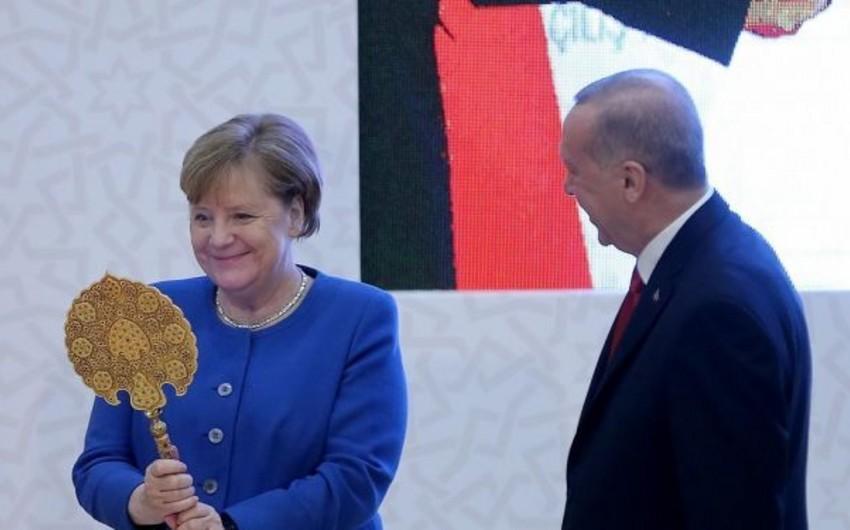 Ərdoğan Merkelə maraqlı hədiyyələr verib - FOTO