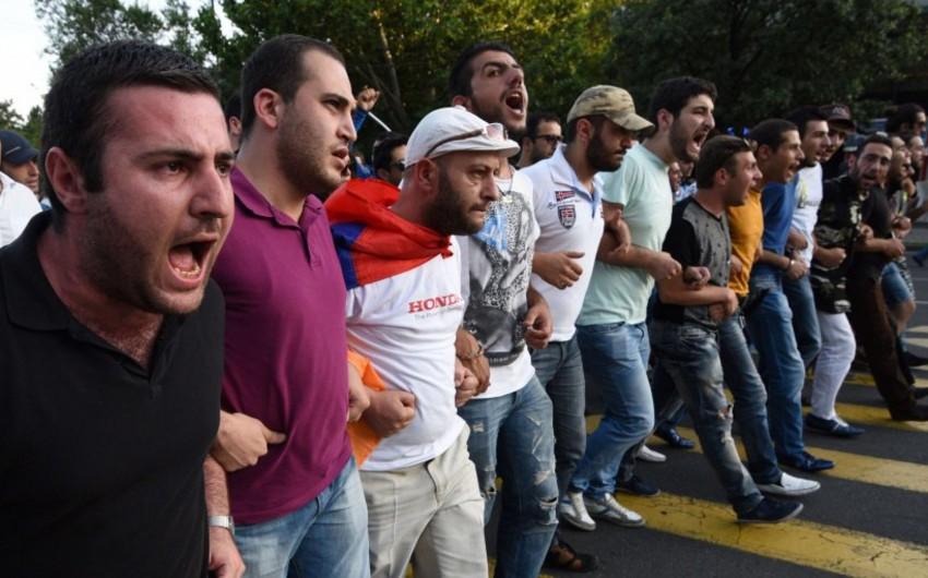 В Ереване начался митинг против прекращения поставок российского оружия в Азербайджан - ВИДЕО