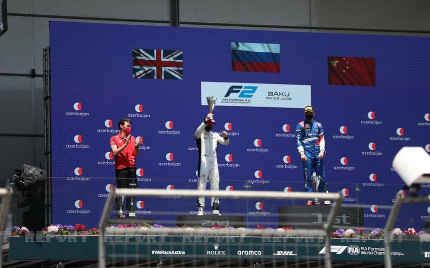 Formula 2: İlk sprint yarışının qalibləri mükafatlandırıldı - YENİLƏNİB