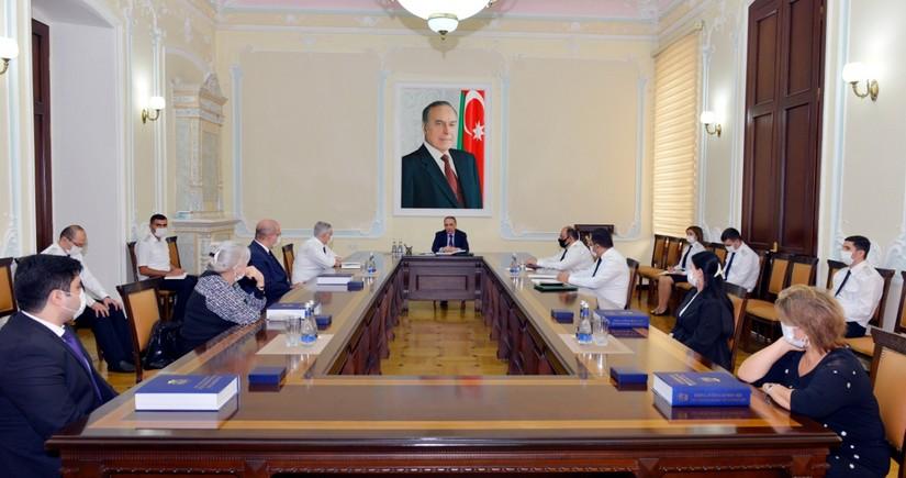 Kamran Əliyev prokurorluğun şəhid olan əməkdaşlarının ailələri ilə görüşdü