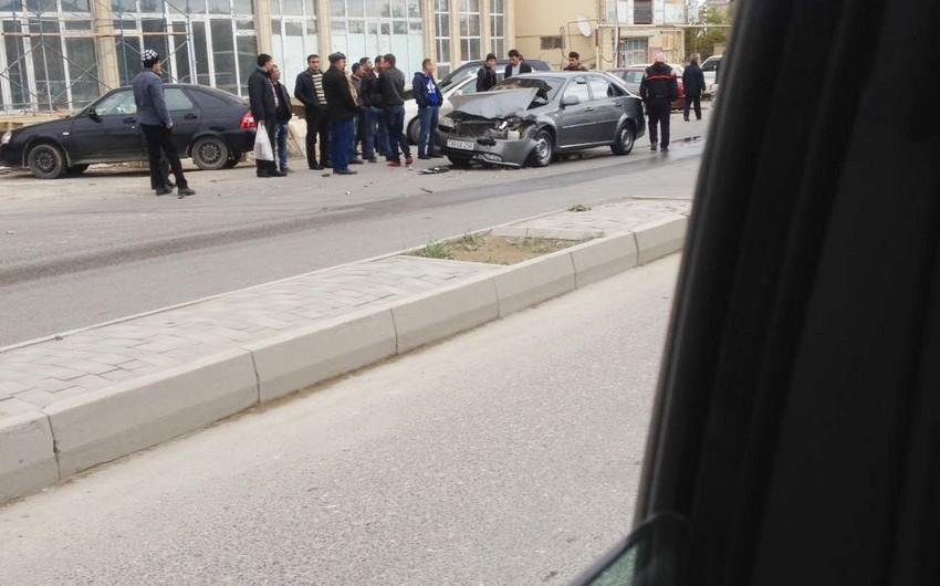 Piyada keçidindən istifadə etməyən şəxs avtomobil qəzasına səbəb olub - FOTO