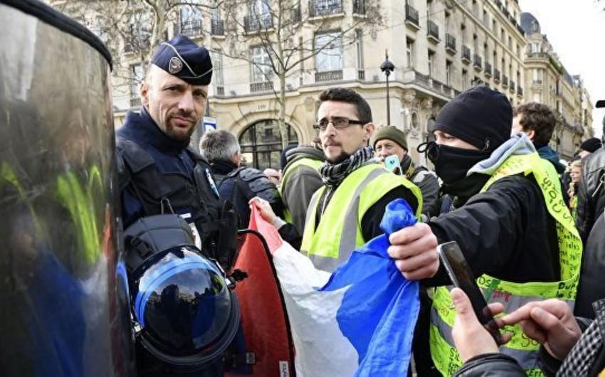 """Fransada məhkəmələrin barələrində hökm çıxardığı """"sarı jiletlilər""""in sayı açıqlanıb"""