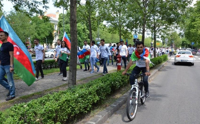 AXC-nin 100 illiyi ilə bağlı Budapeştdə aksiya keçirilib