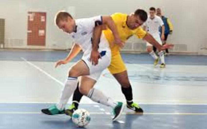 Rusiyada azərbaycanlı futbolçu oyun zamanı hakimi vurub