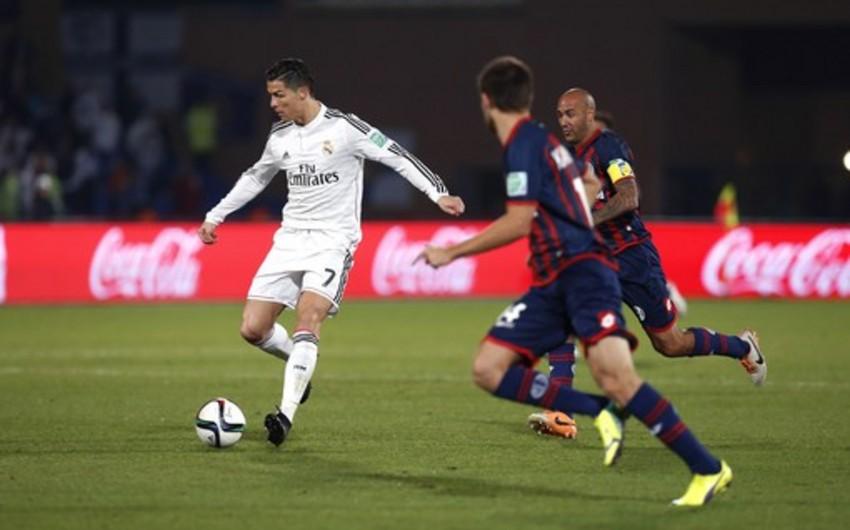 Kriştiano Ronaldo mükafatlandırma mərasimində Mişel Platini ilə əl sıxmaqdan imtina edib