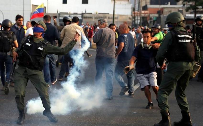 Venesuelada etirazlar zamanı 19 nəfər xəsarət alıb