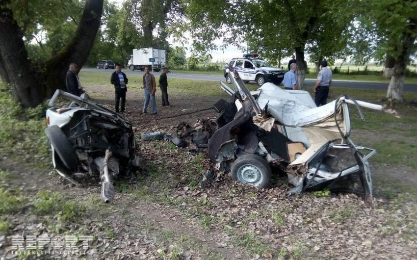 Oğuzda avtomobil ağaca çırpılıb, sürücü ölüb - FOTO - YENİLƏNİB