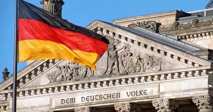 Almaniyada Bundestaqa istehkamçılar çağırılıb