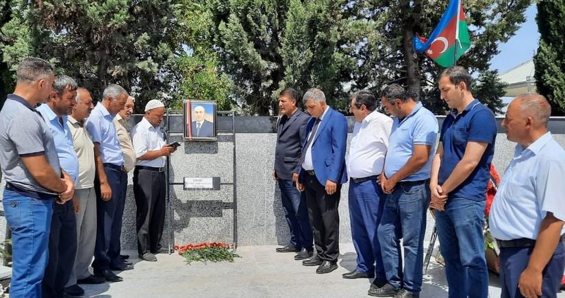 Şəhid dövlət qulluqçusunun məzarı ziyarət olunub
