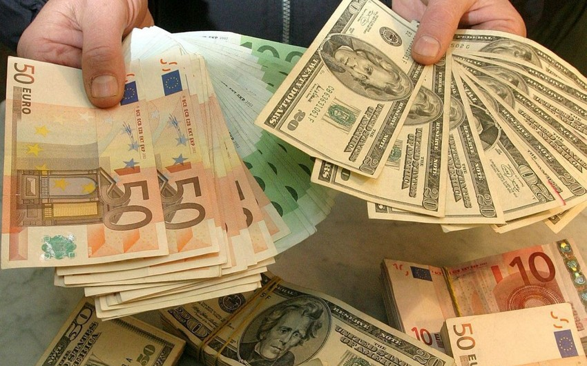 Bakının mərkəzindəki exchangelərdə nağd dollar qıtlığı yaranıb
