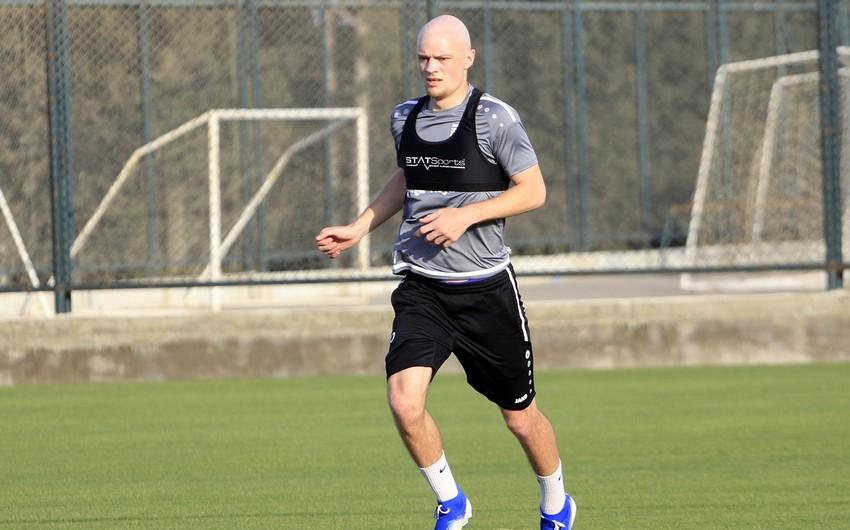 Sumqayıt futbolçusu ilə yeni müqavilə imzaladı