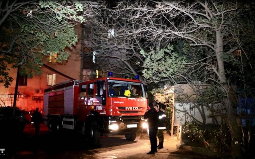 В жилом доме в Баку произошел пожар, жильцы эвакуированы