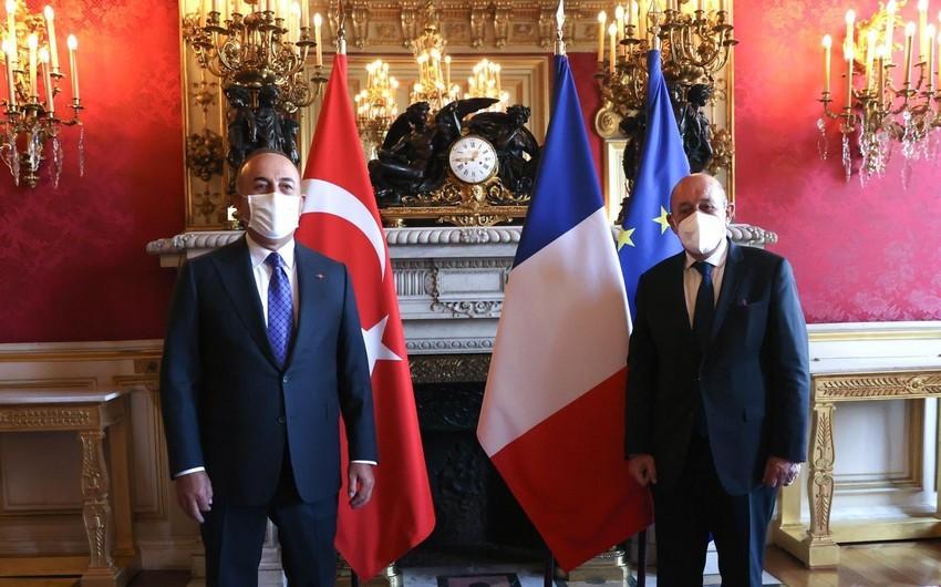 Türkiyə və Fransa XİN başçıları arasında telefon danışığı olub