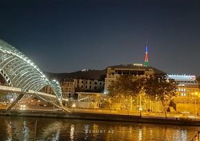 Тбилисская телебашня окрасилась в цвета азербайджанского флага