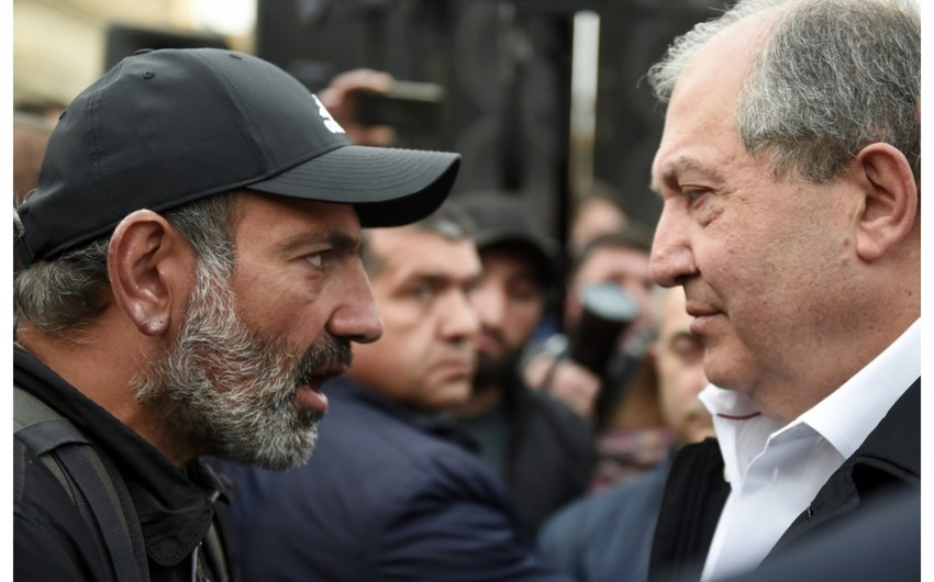 Ermənistan prezidenti ilə baş nazir arasında -