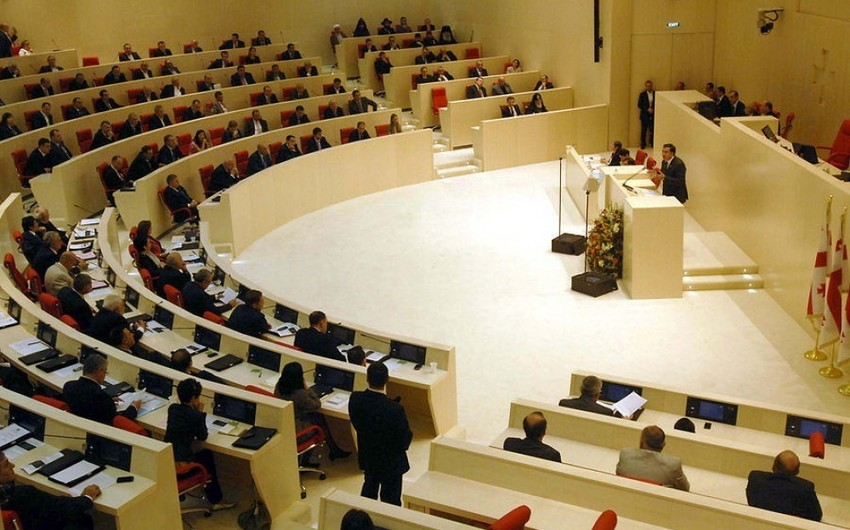 Gürcüstan parlamentində dava olub