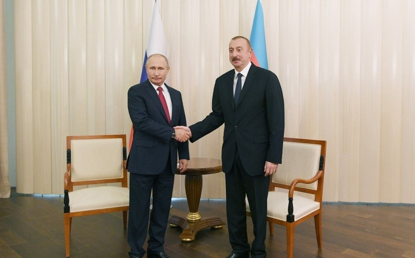 Azerbaijani, Russian presidents hold one-on-one meeting