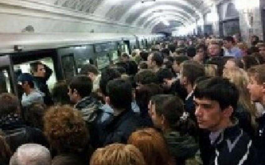 Bakı Metropolitenində qatarların hərəkətində problem yaranıb