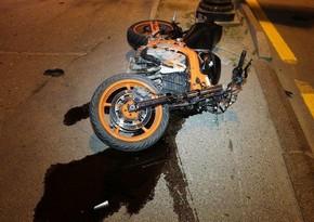 В Баку мотоциклист сбил пешехода