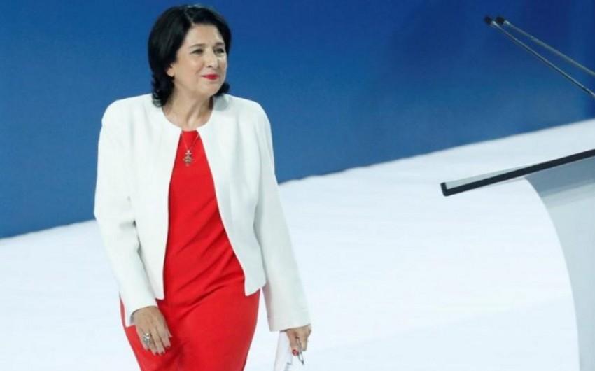 Gürcüstan Prezidenti maaşından imtina edib